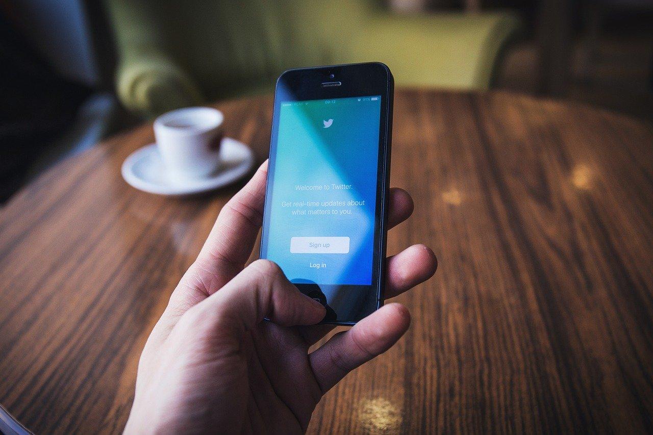 ツイッターはなぜ依存してしまうのか、具体的な心理を解説